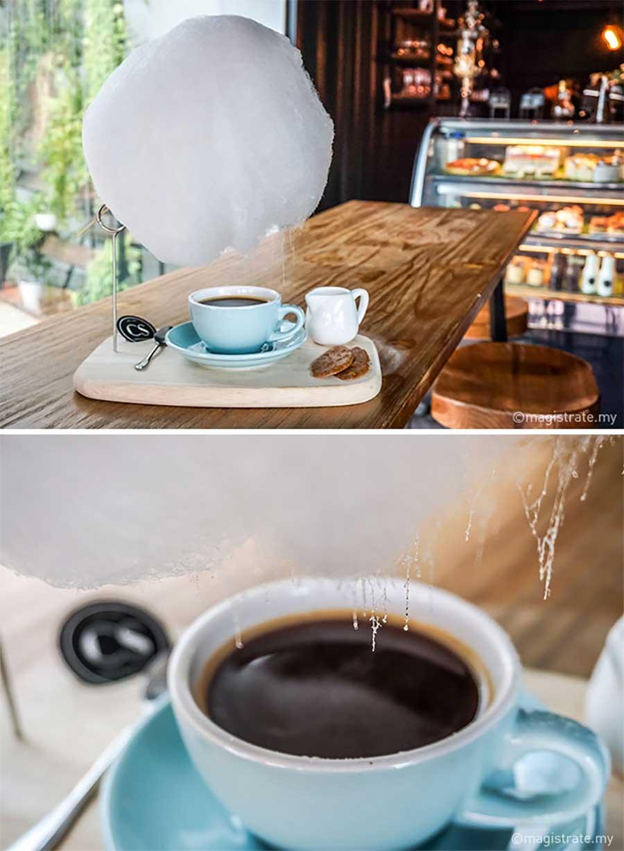 Diese Zuckerwatte-Wolke regnet in Kaffeetassen zuckerwattenwolke-kaffee_03