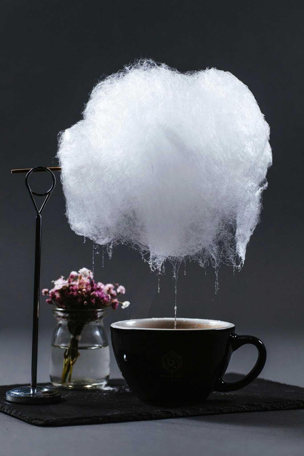 Diese Zuckerwatte-Wolke regnet in Kaffeetassen zuckerwattenwolke-kaffee_09