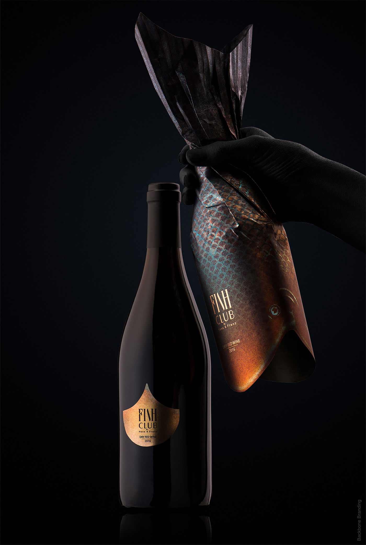 """Verpackungsdesign für """"Fish Club""""-Weinflaschen Fish-Club-Wine-produktdesign-fischflaschen_04"""