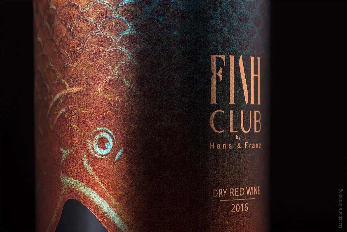 """Verpackungsdesign für """"Fish Club""""-Weinflaschen Fish-Club-Wine-produktdesign-fischflaschen_06"""