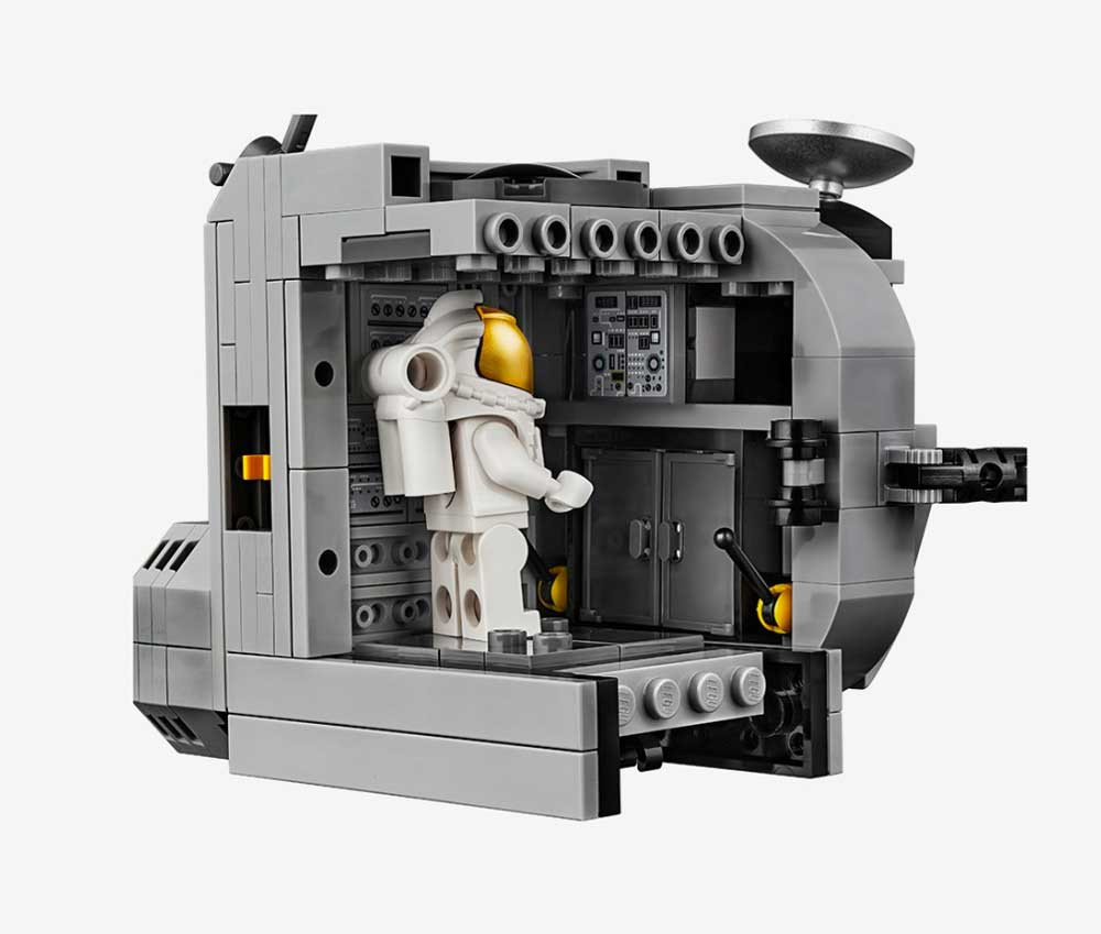 "LEGO feiert 50 Jahre Mondlandung mit dem Set ""NASA Apollo 11 Mondlandefähre"" LEGO-Mondlandung-set_02"
