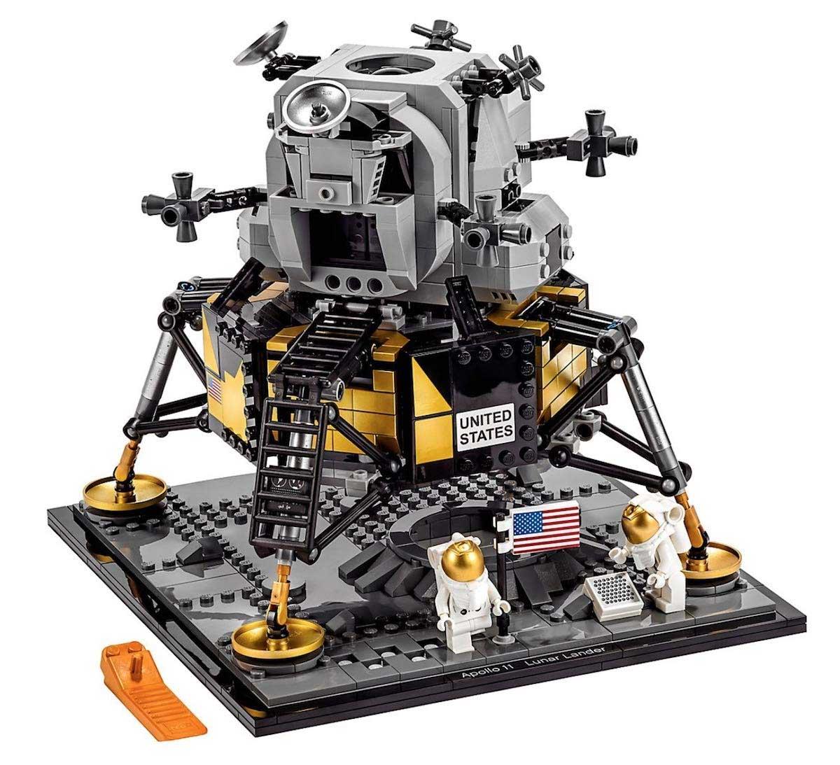 "LEGO feiert 50 Jahre Mondlandung mit dem Set ""NASA Apollo 11 Mondlandefähre"" LEGO-Mondlandung-set_06"