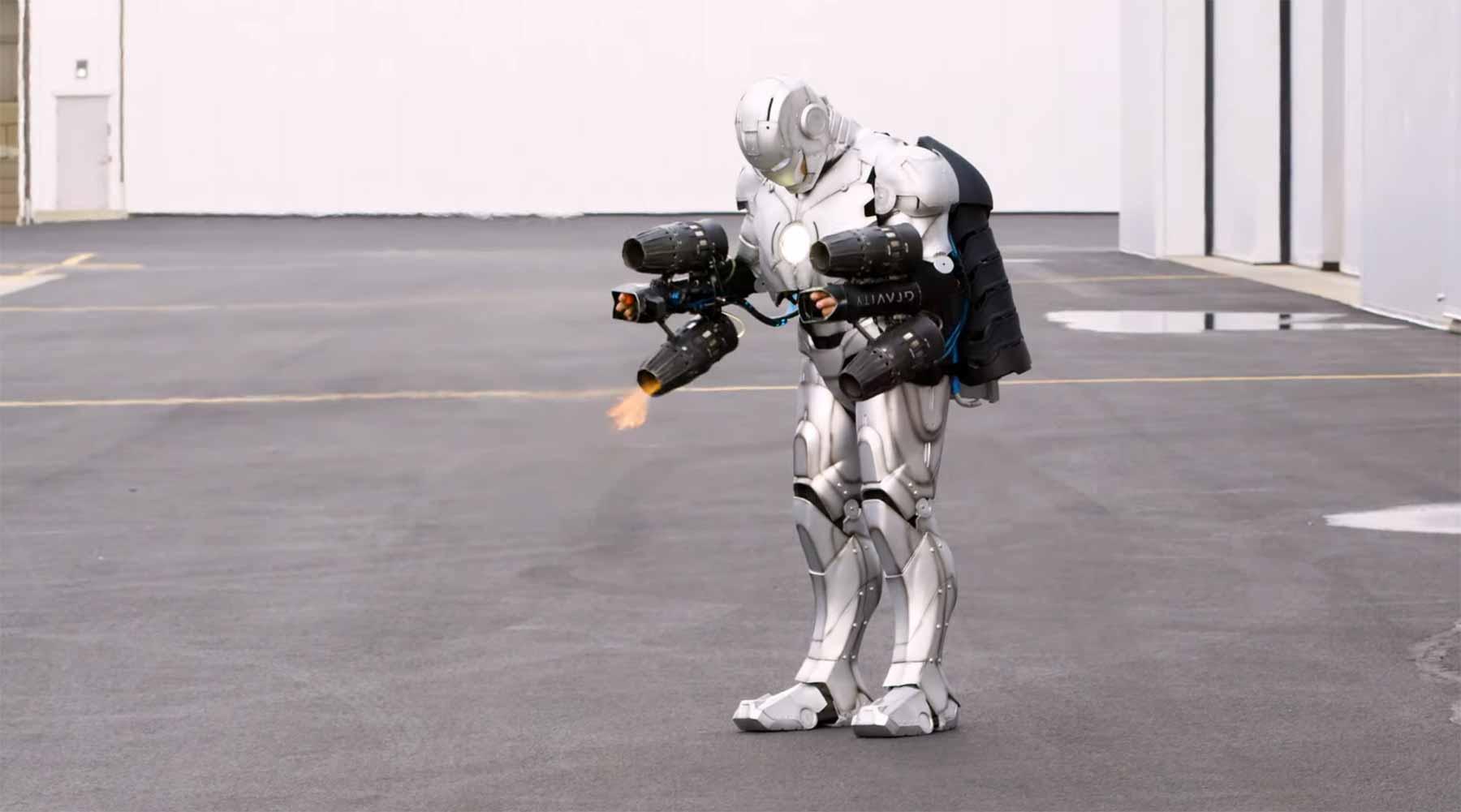 Adam Savage hat einen fliegenden Iron Man-Anzug gebaut iron-man-anzug-bauen