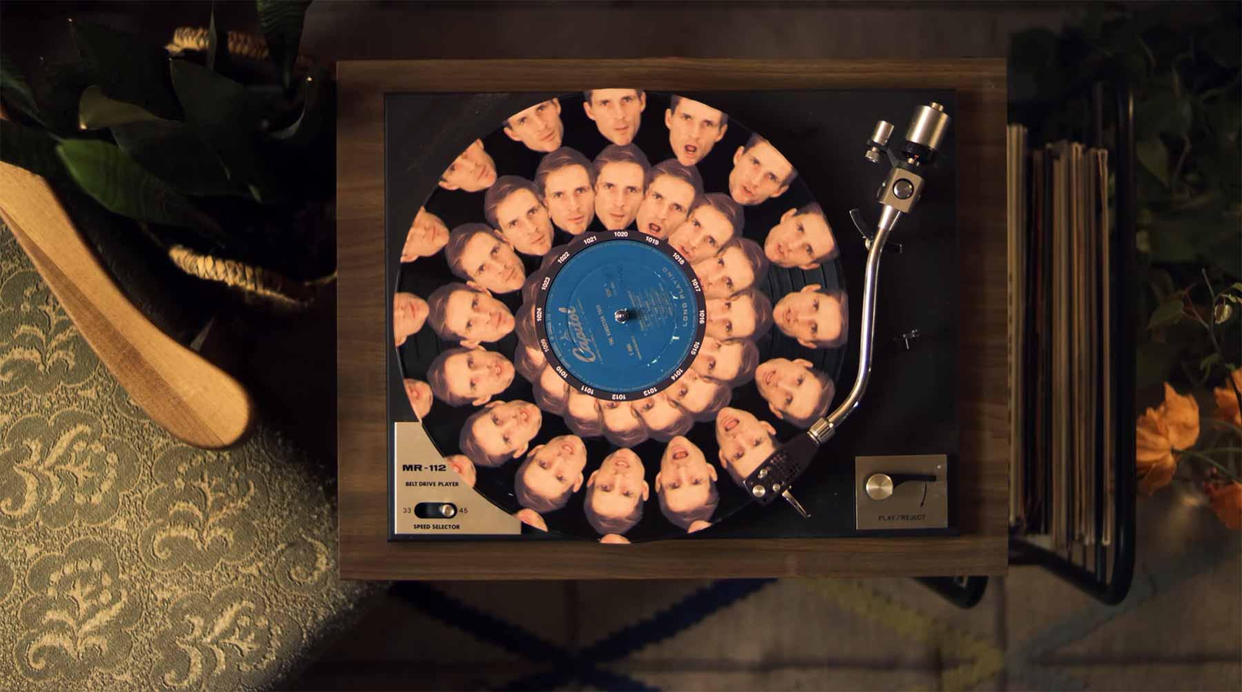 Zoetrope-Musikvideo aus 129 drehenden Schallplatten