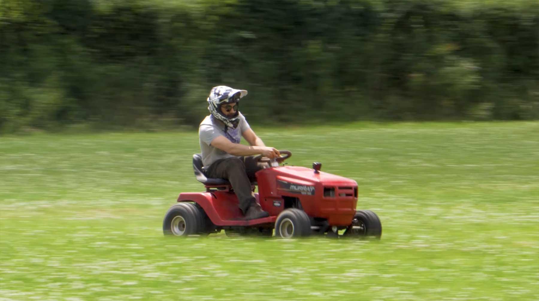 Mike Boyd lernt, einen Renn-Rasenmäher zu bauen