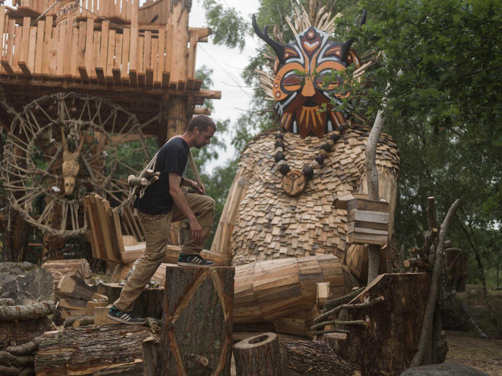 Fantastische Holzmonster im belgischen Wald Thomas-Dambo-belgien-holzriesen_04