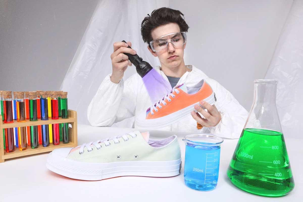 Diese Sneaker ändern ihre Farbe bei Sonnenlicht-Einstrahlung UV-aktivierte-sneaker_07