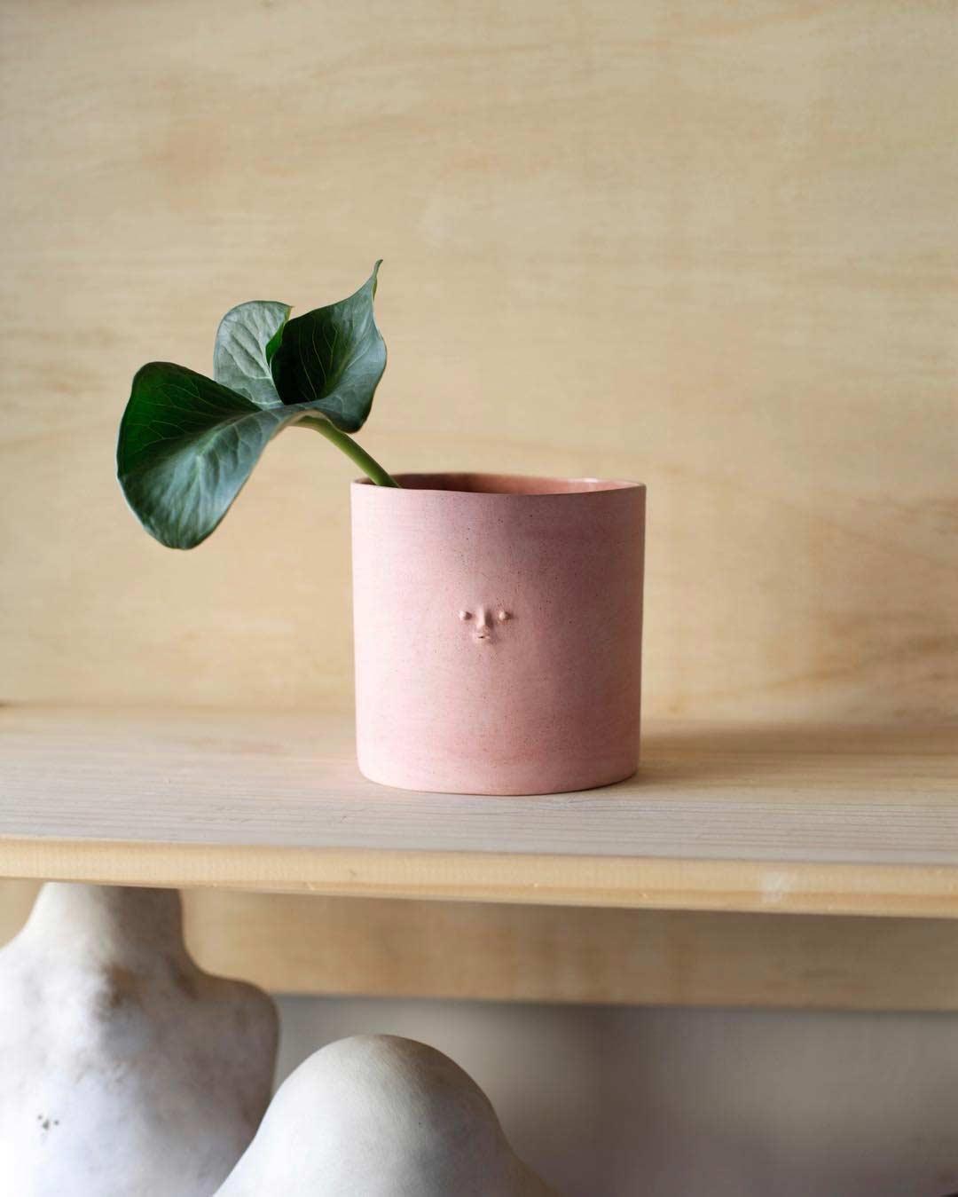 Keramikware mit Miniatur-Gesichtern keramik-mit-gesichtern-rami-kim_03