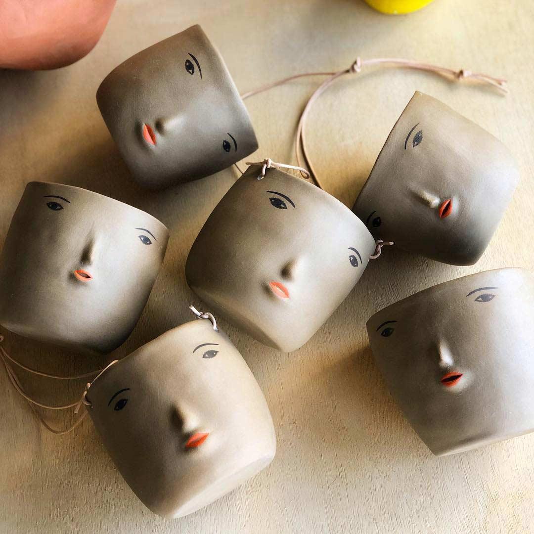 Keramikware mit Miniatur-Gesichtern keramik-mit-gesichtern-rami-kim_05