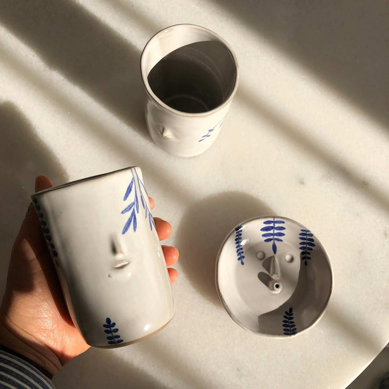 Keramikware mit Miniatur-Gesichtern keramik-mit-gesichtern-rami-kim_06
