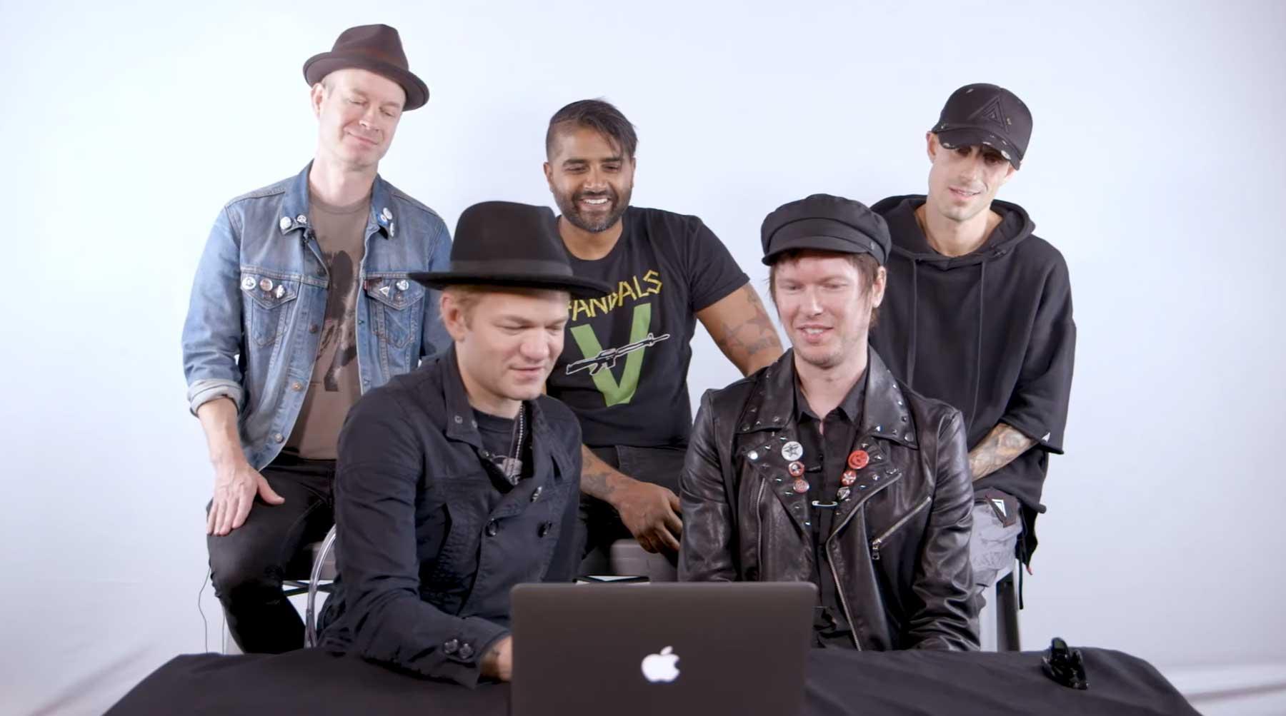 Sum 41 spielen Metallica-Medley und schauen ihre Musikvideos