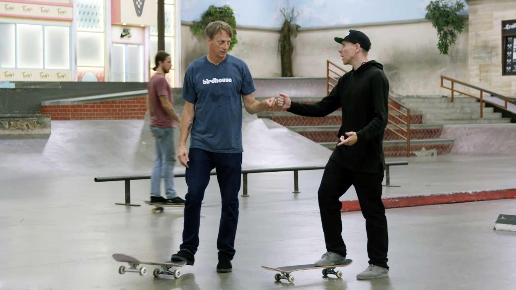 Tony Hawk lernt einen neuen Street Trick von Donovan Strain