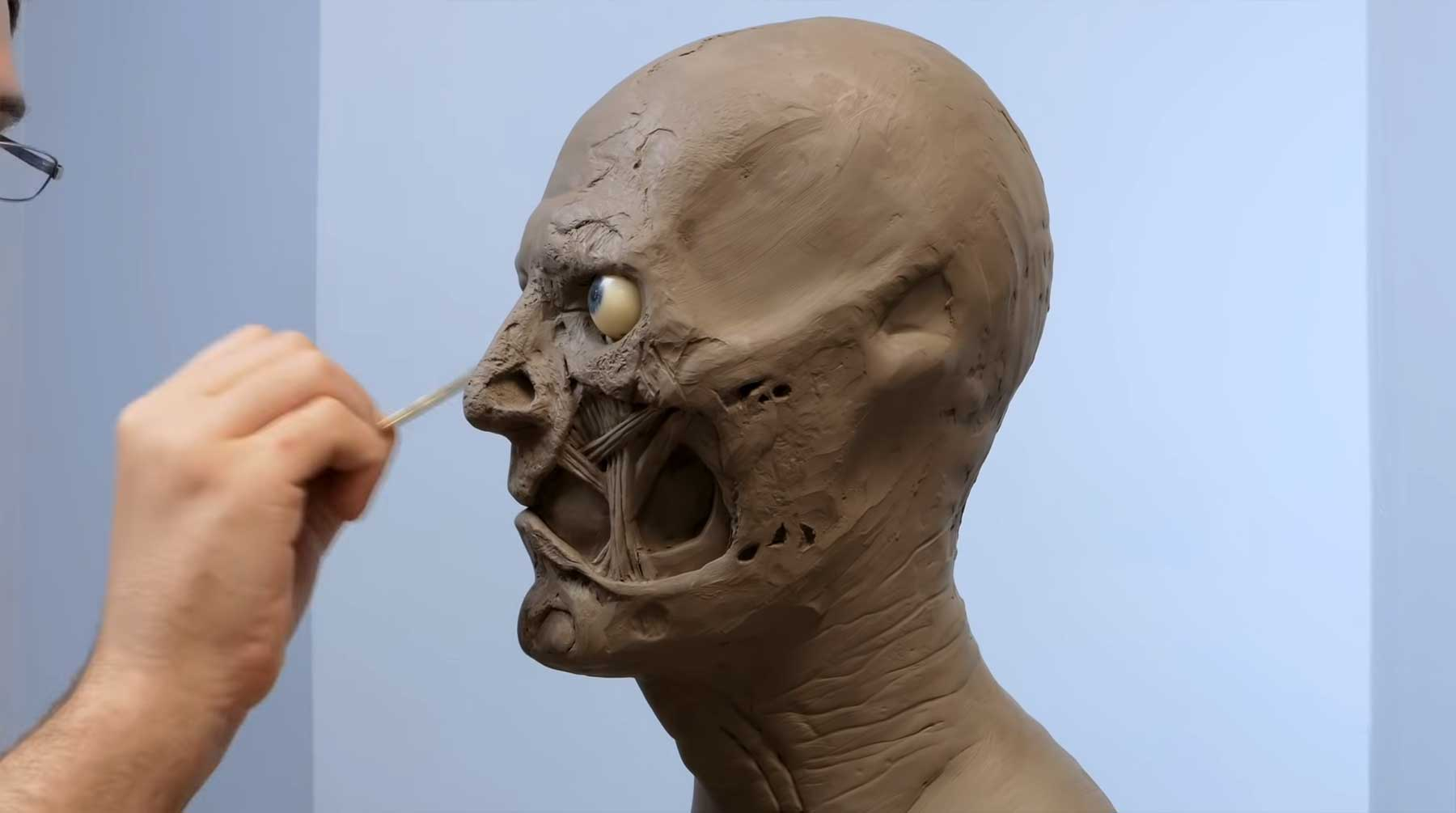 Wie nach und nach eine Büste von Two-Face entsteht two-face-skulptur