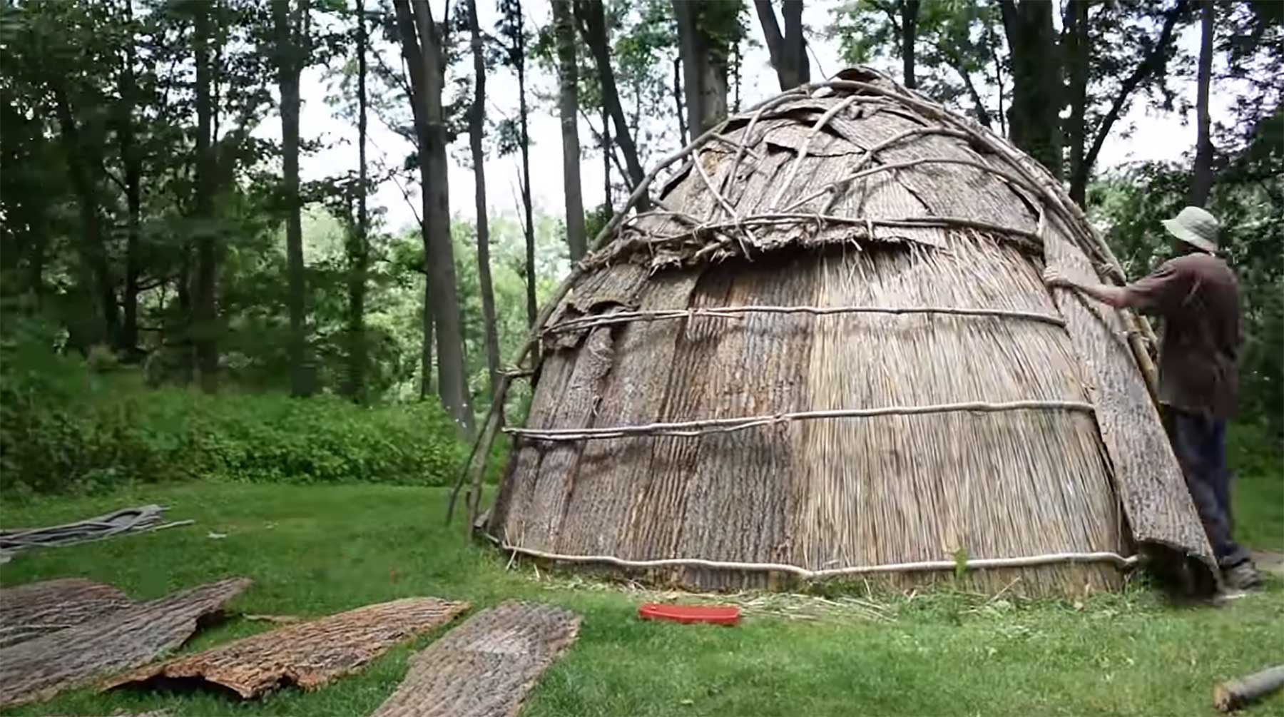Wigwam-Bau im Zeitraffer-Video