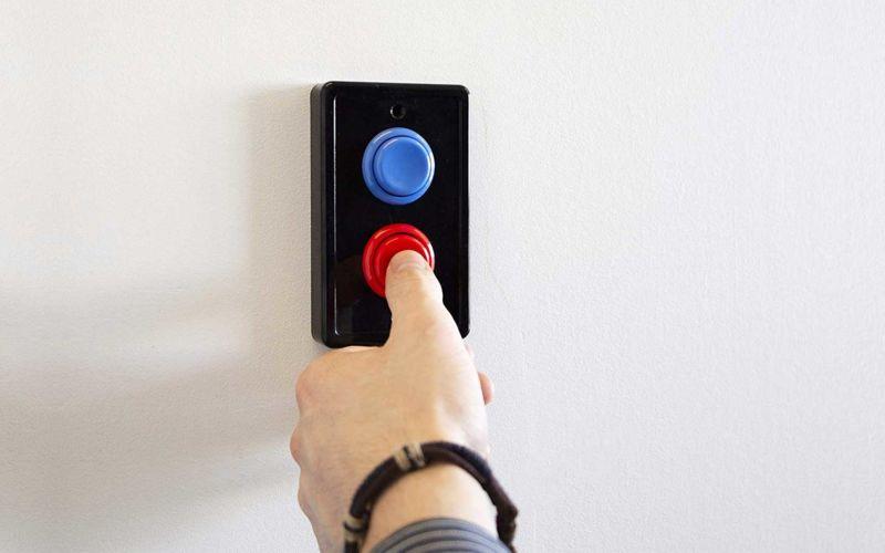 Dieses Verkleidung macht Arcade Buttons aus Lichtschaltern