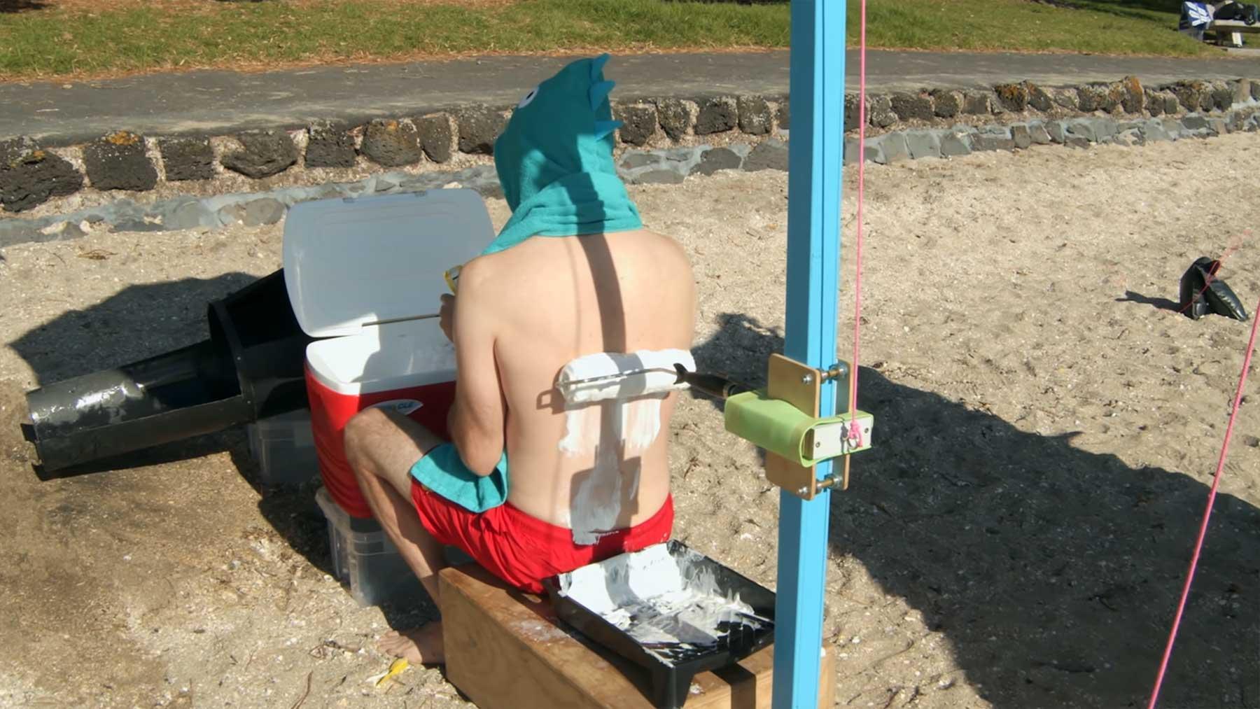 Joseph's Machines zum Auftragen von Sonnencreme auf dem Rücken auftragen-sonnencreme-am-ruecken
