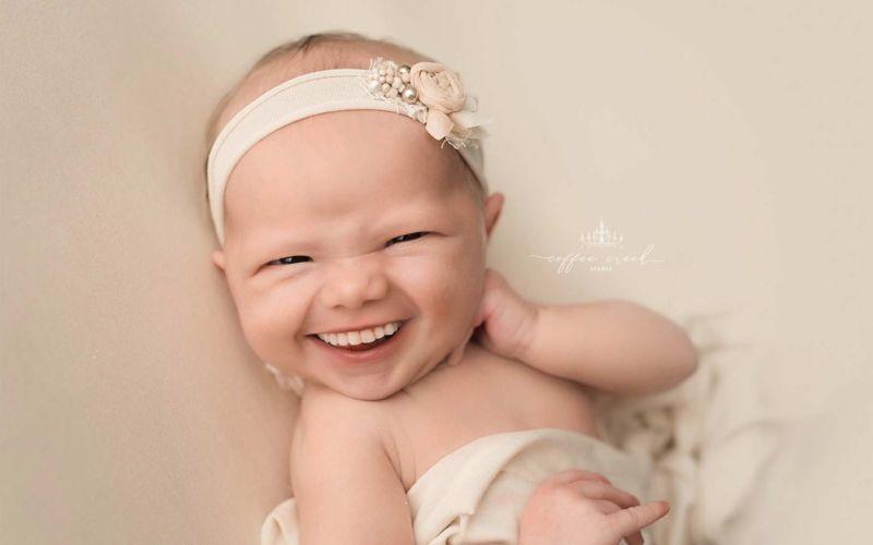 Diese Baby-Portraits mit Zähnen sind der Oberlacher