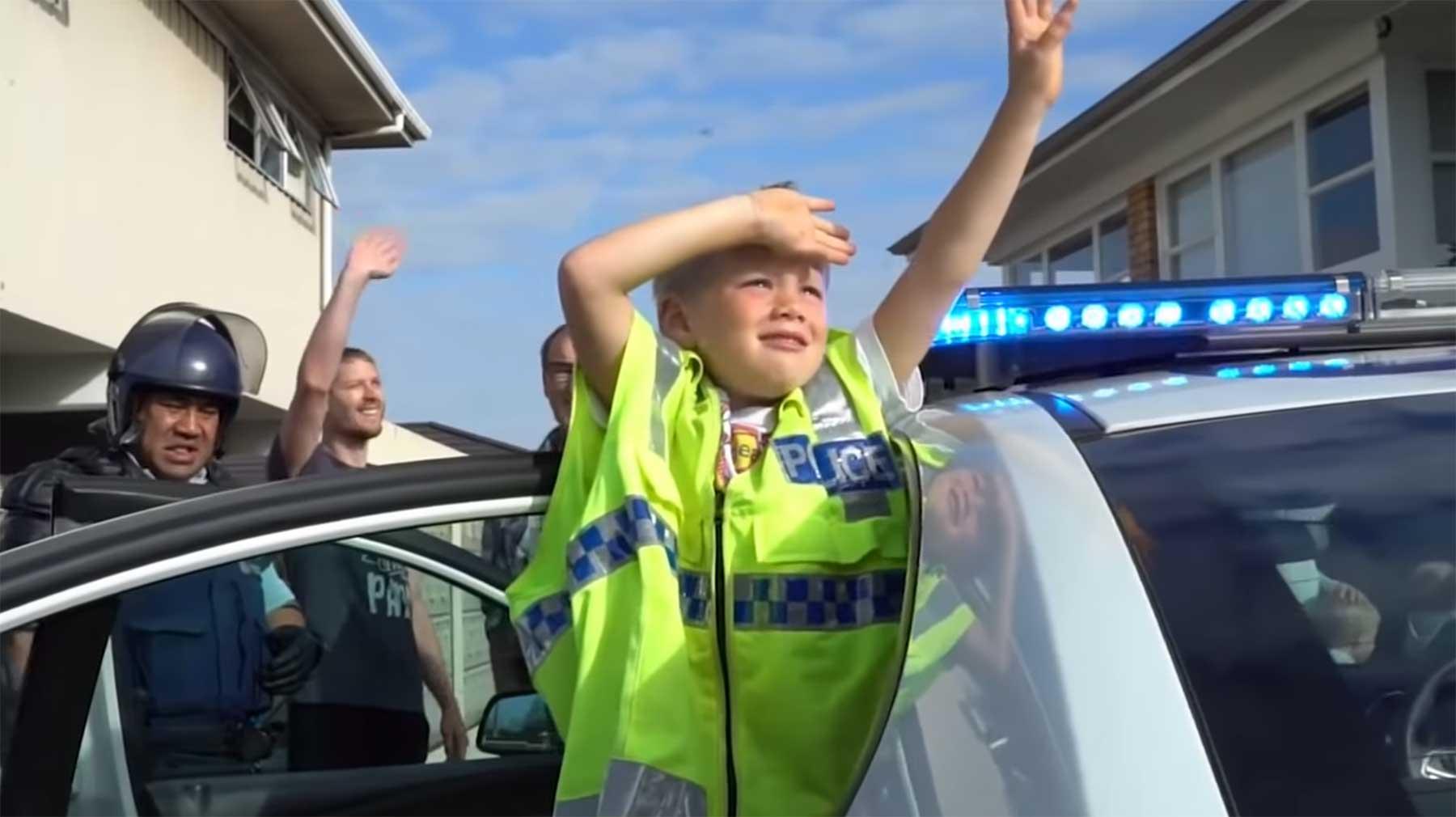 5-Jähriger ruft Polizei an, um sie zu seiner Geburtstagsparty einzuladen
