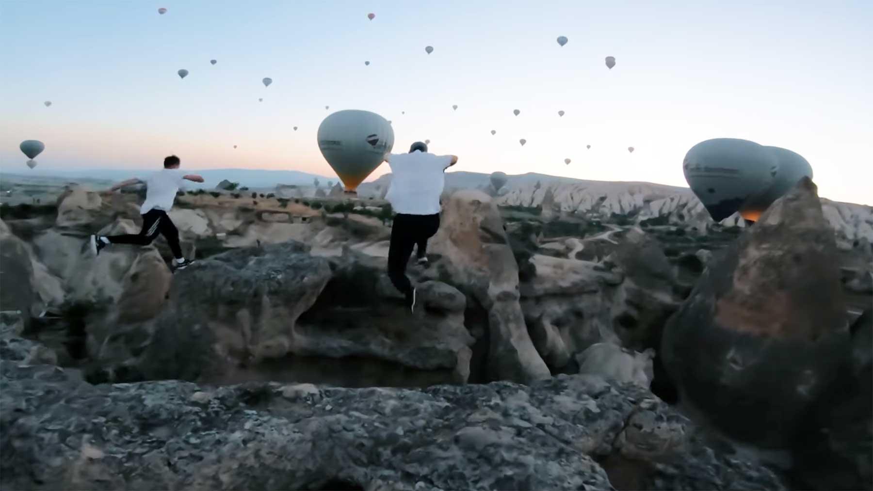 Parkour und ein Himmel voller Heißluftballons parkour-mit-lauter-heissluftballons