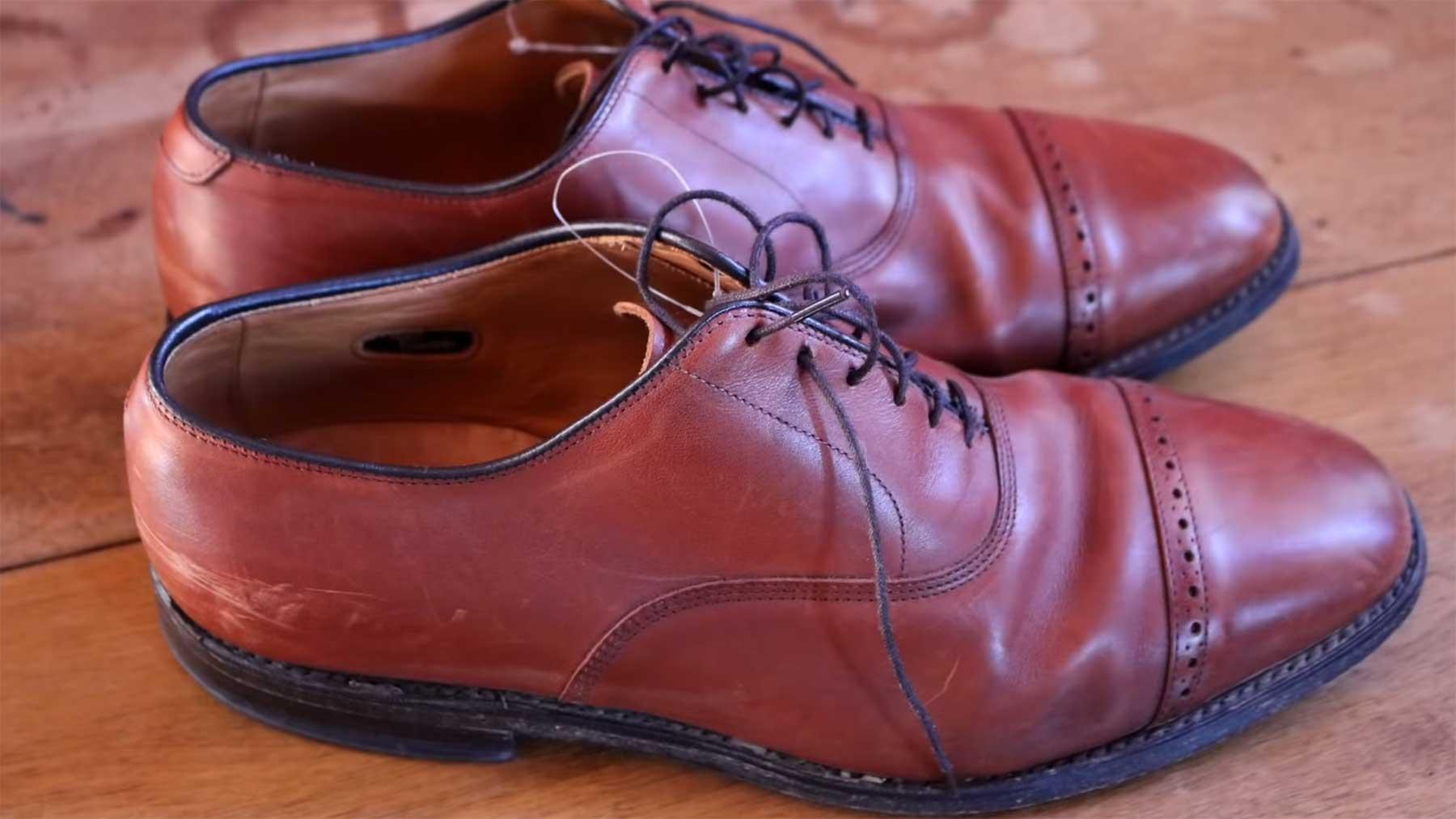 Restauration eines alten Paar Schuhes vom Flohmarkt