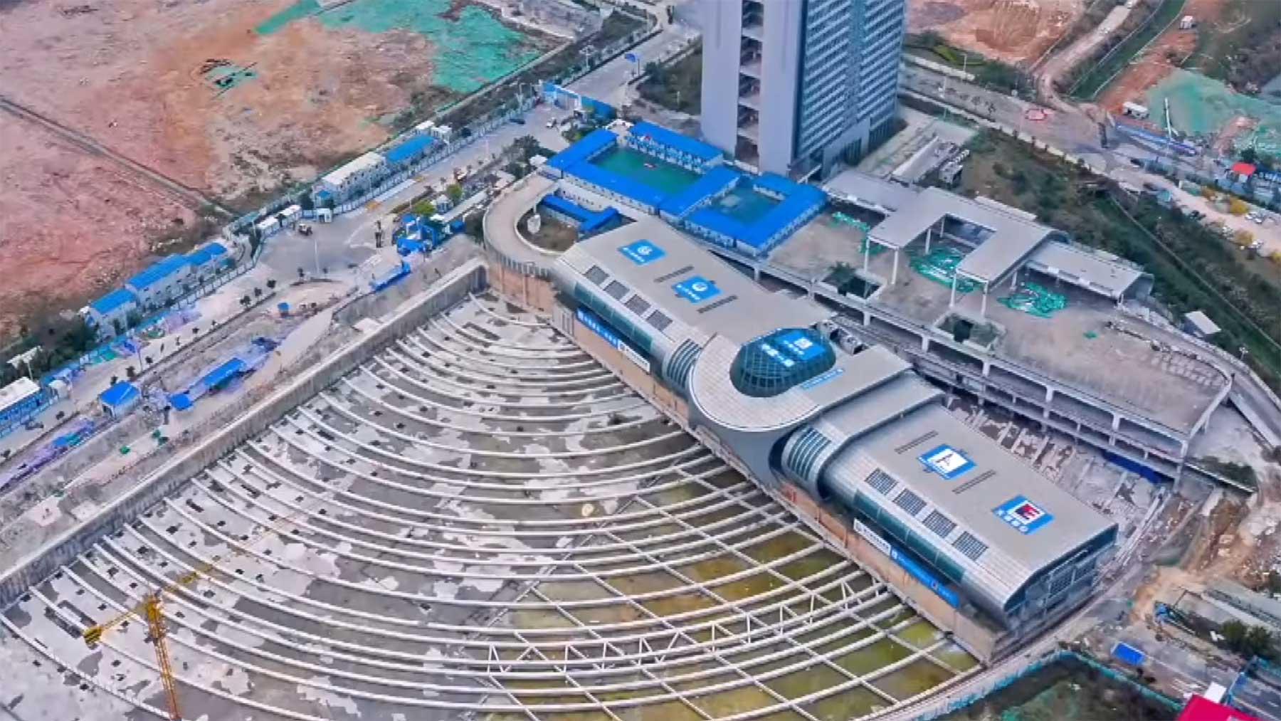 Kompletter Bus-Terminal um 288 Meter umgesetzt