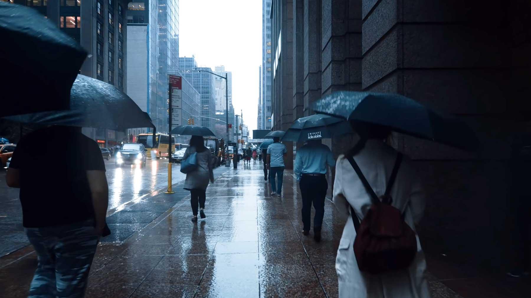 Eine Stunde lang im Regen durch New York schlendern