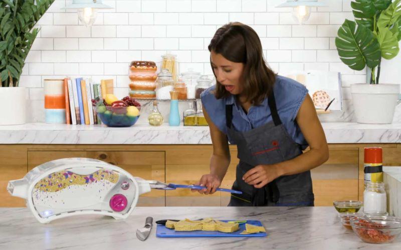 3-Gänge-Menü mit einem Spielzeug-Ofen kochen