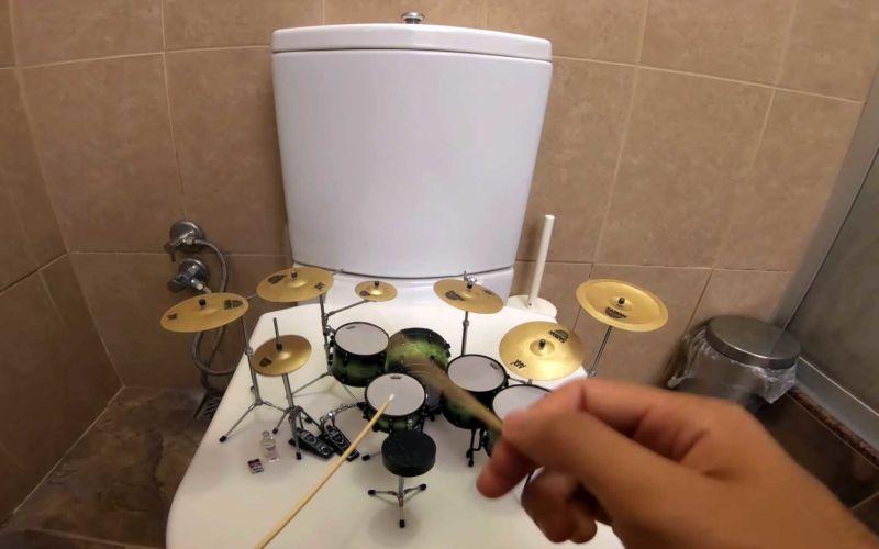 """""""Toxicity"""" von System of a Down auf Miniaturschlagzeug gespielt"""