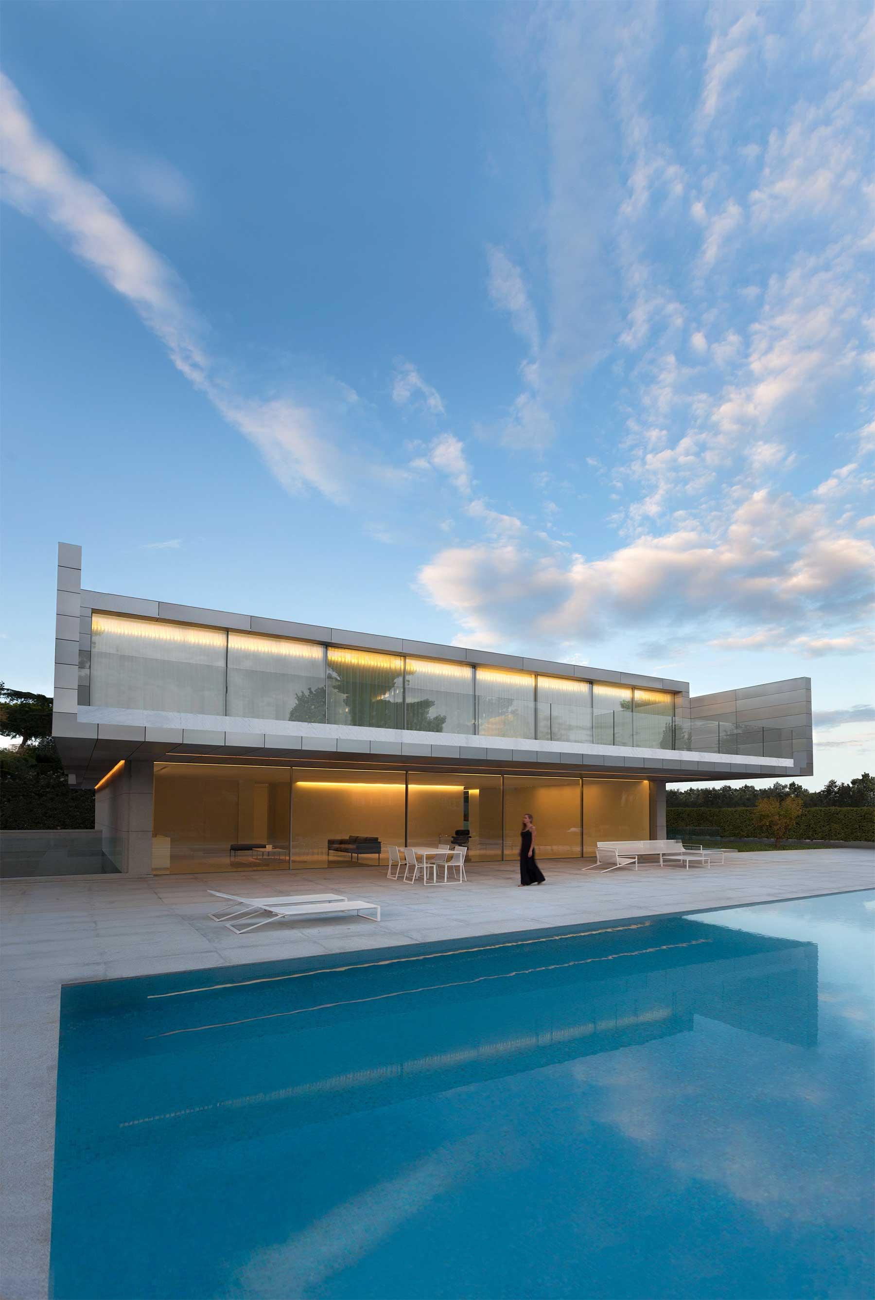 """""""Aluminum House"""" von Fran Silvestre Arquitectos Aluminum-House-by-Fran-Silvestre-Arquitectos_08"""
