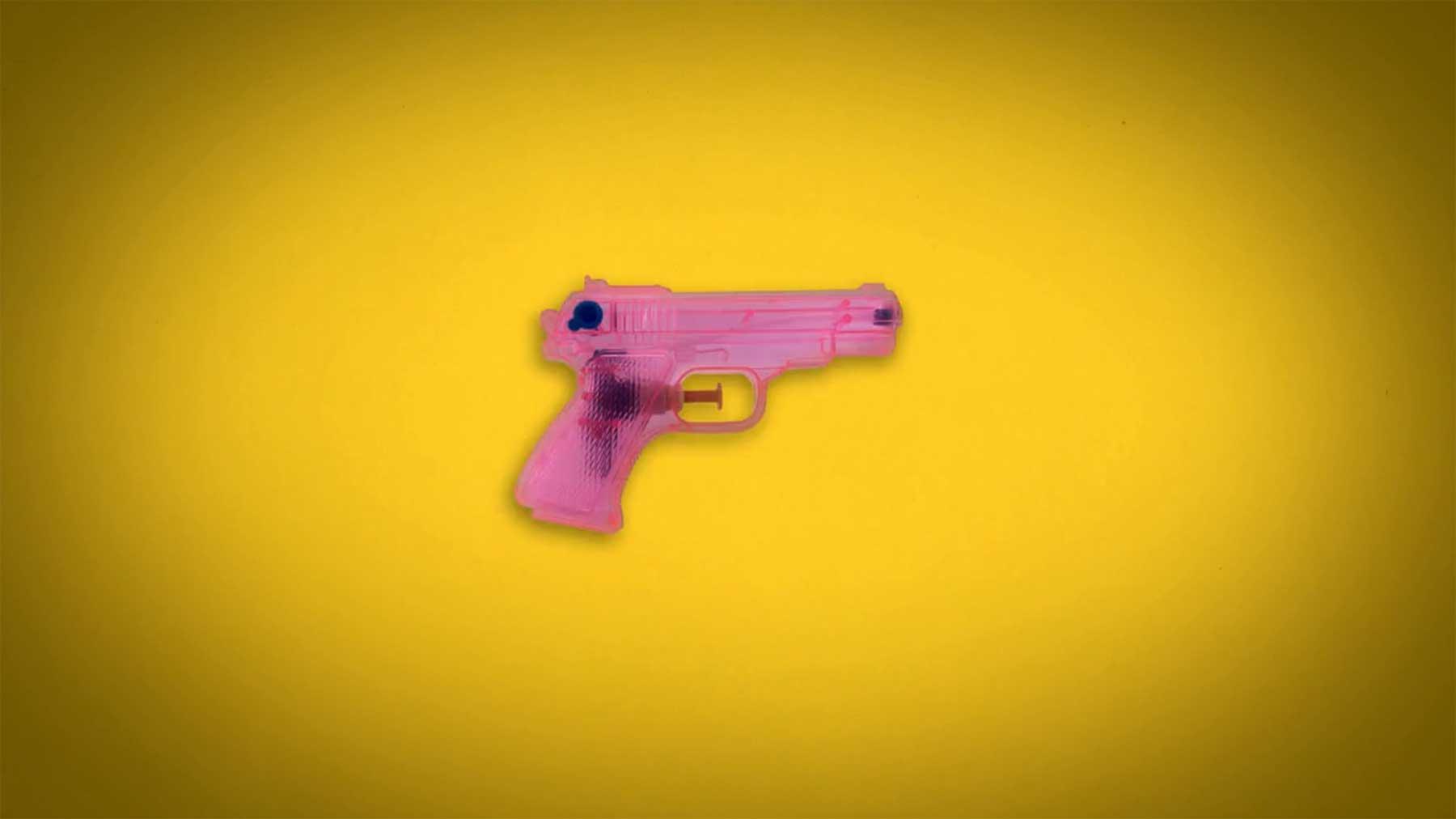 Stopmotion aus 2.328 Feuerwaffen GUN-SHOP-stopmotion-waffen