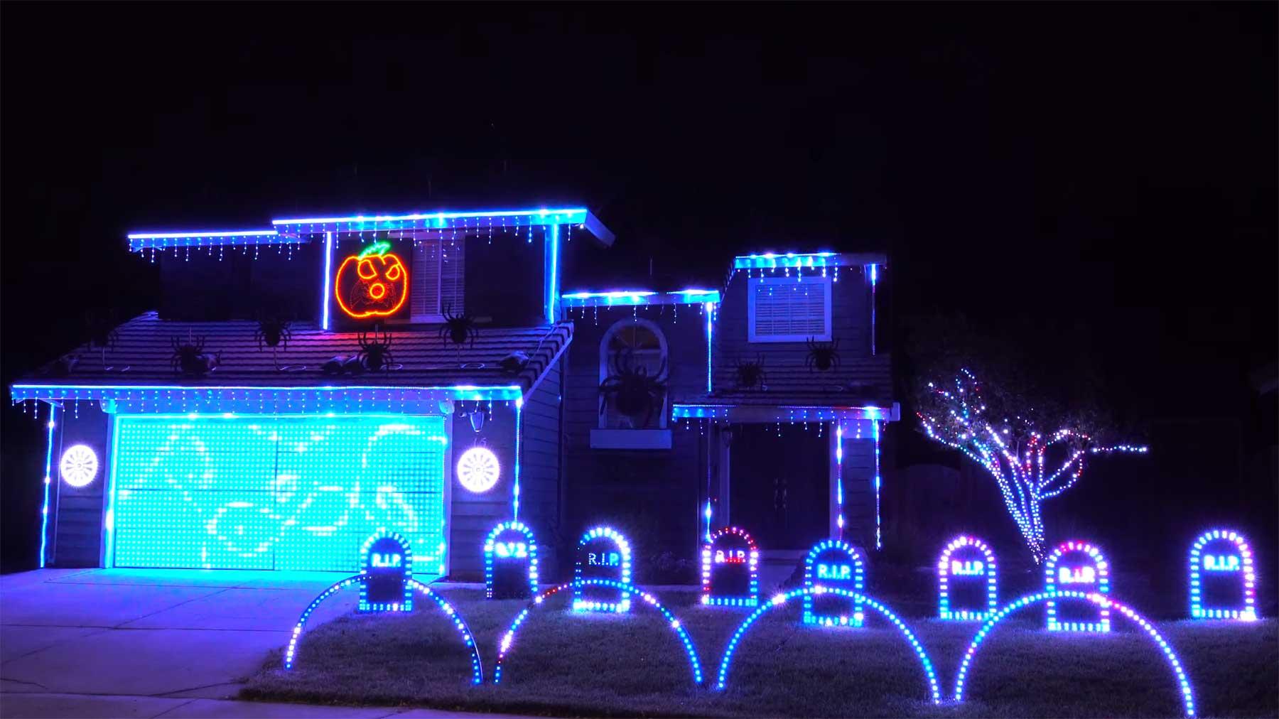 Haus mit Halloween-Lightshow für die Ghostbusters