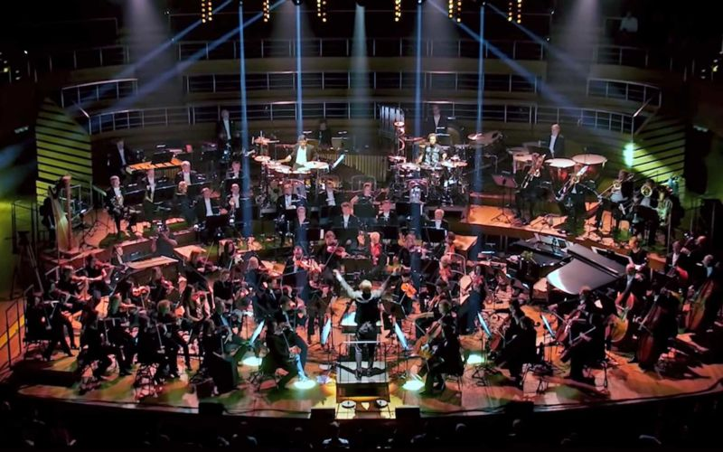 Orchester spielt 15 moderne Hip Hop-Klassiker
