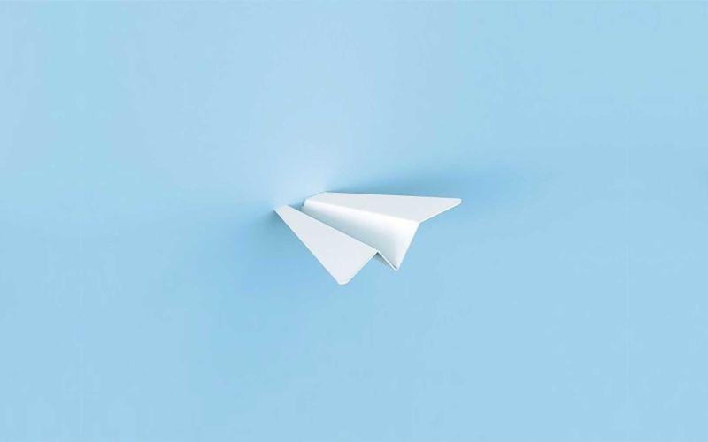 Papierflieger-Kleiderhaken