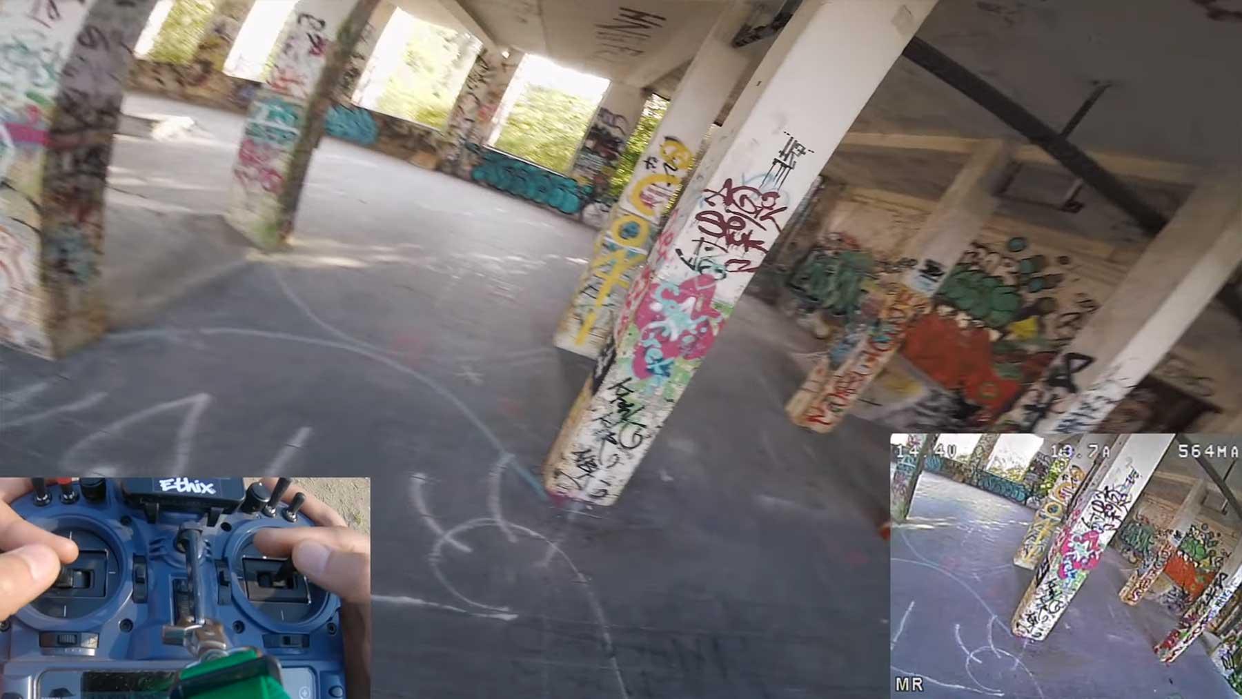 Rasanter POV-Drohnenflug durch verlassenes Gebäude