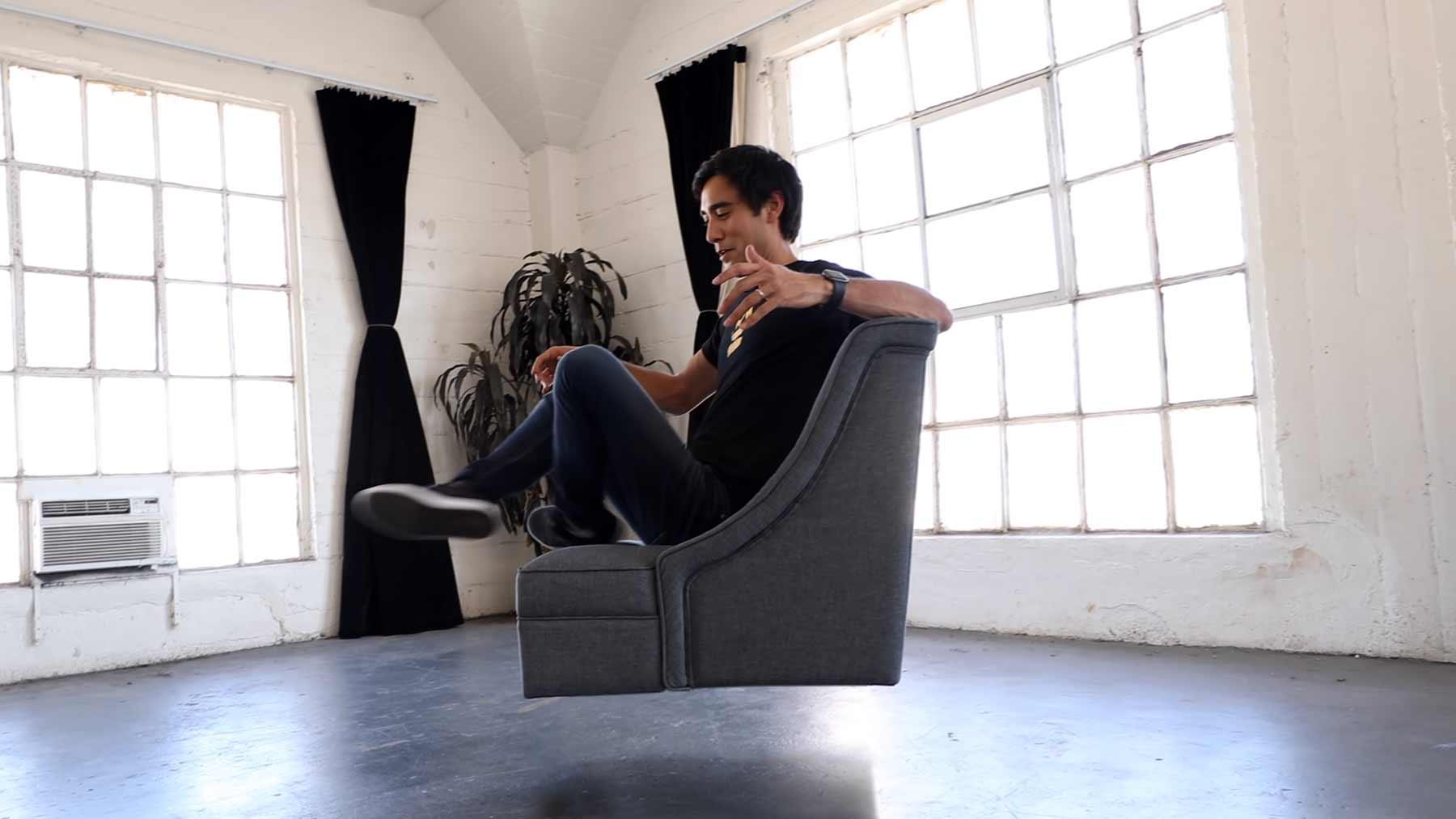 Zach King zeigt uns optische Illusionen mit Möbeln