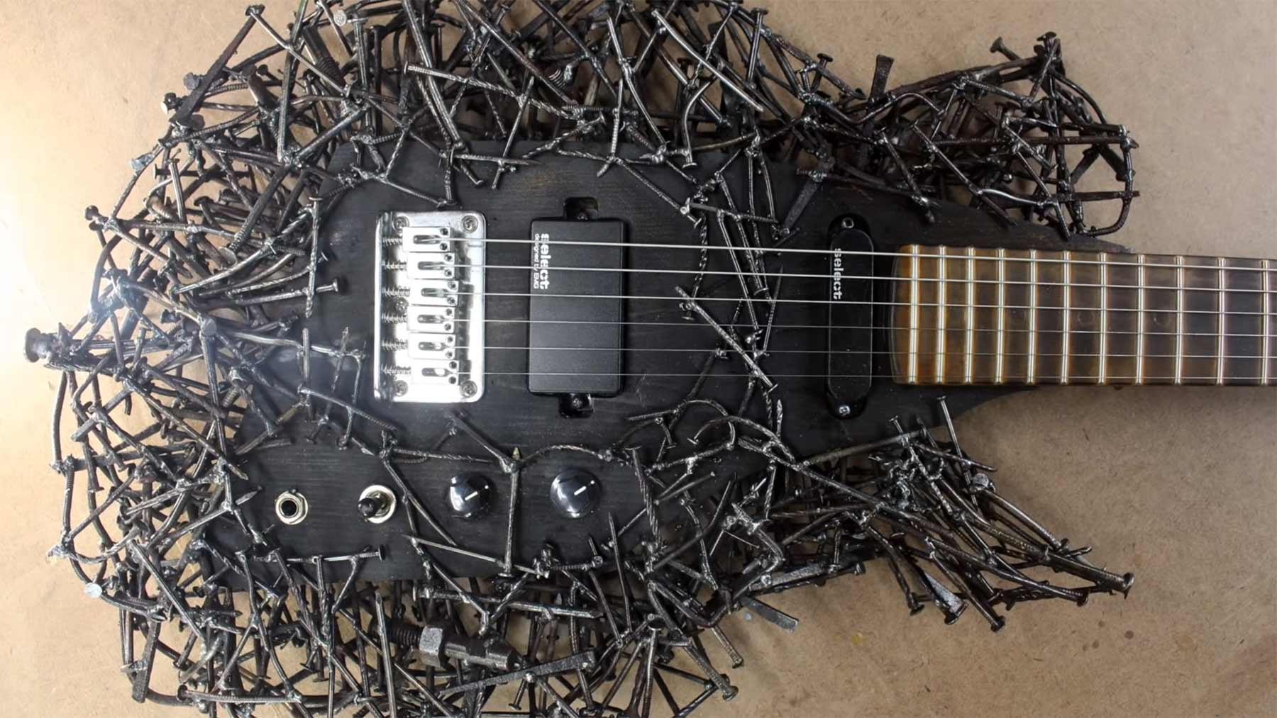 Eine Gitarre aus Nägeln bauen