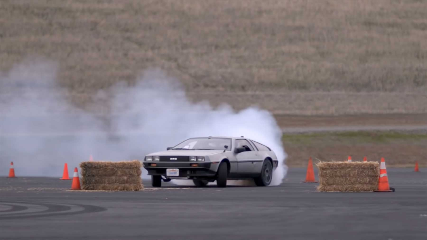 Selbstfahrender DeLorean macht Gymkhana MARTYkhana