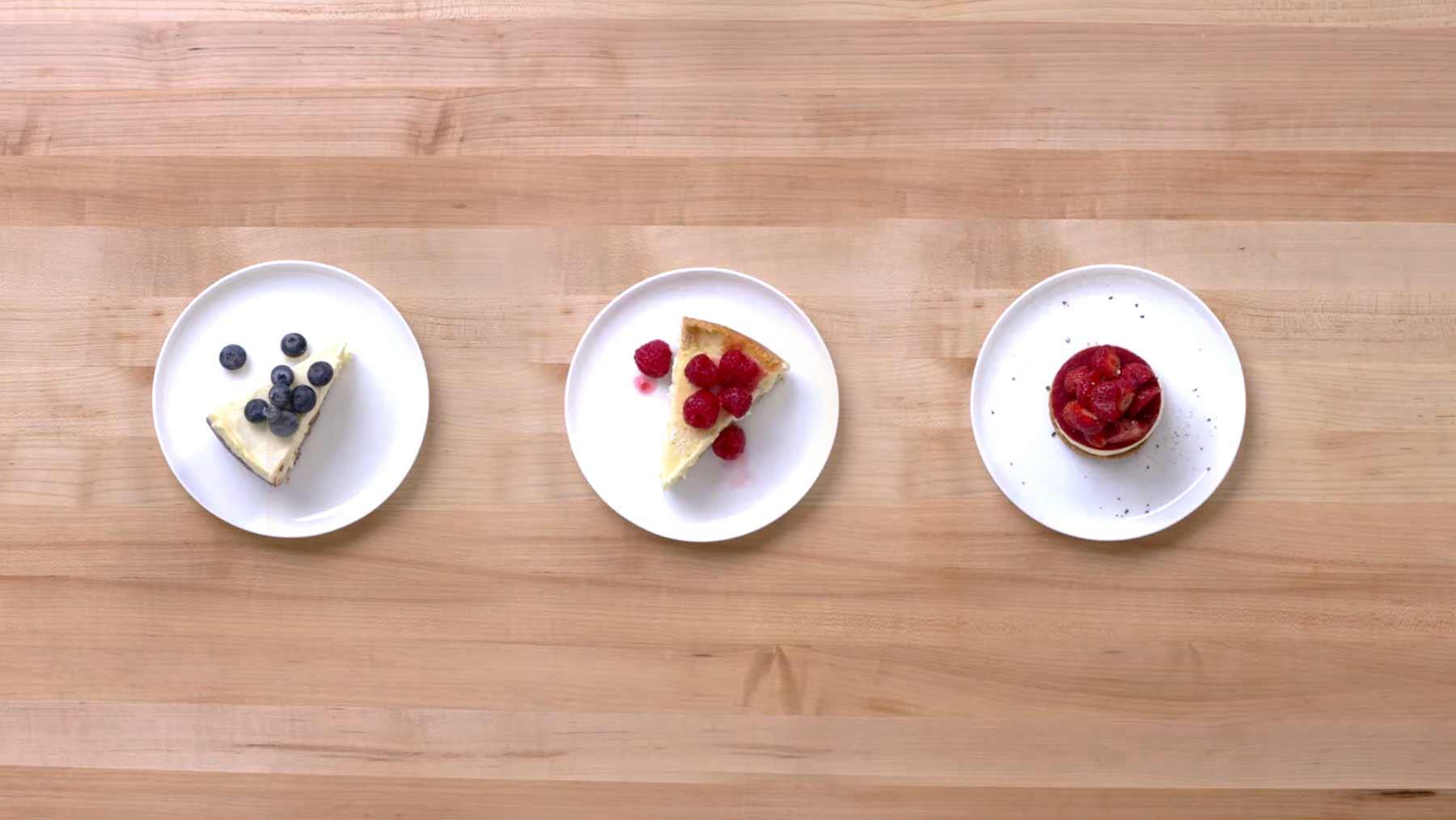 Köche unterschiedlicher Fähigkeitsstufen machen Cheesecake