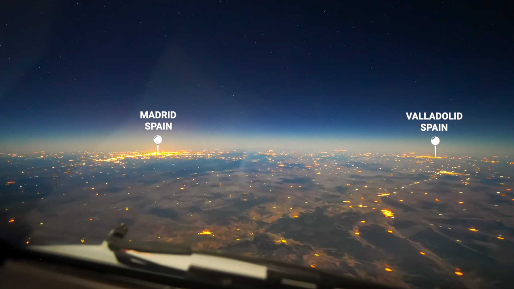 Timelapse-Video eines Boeing 777-Langstrecken-Fluges bei Nacht