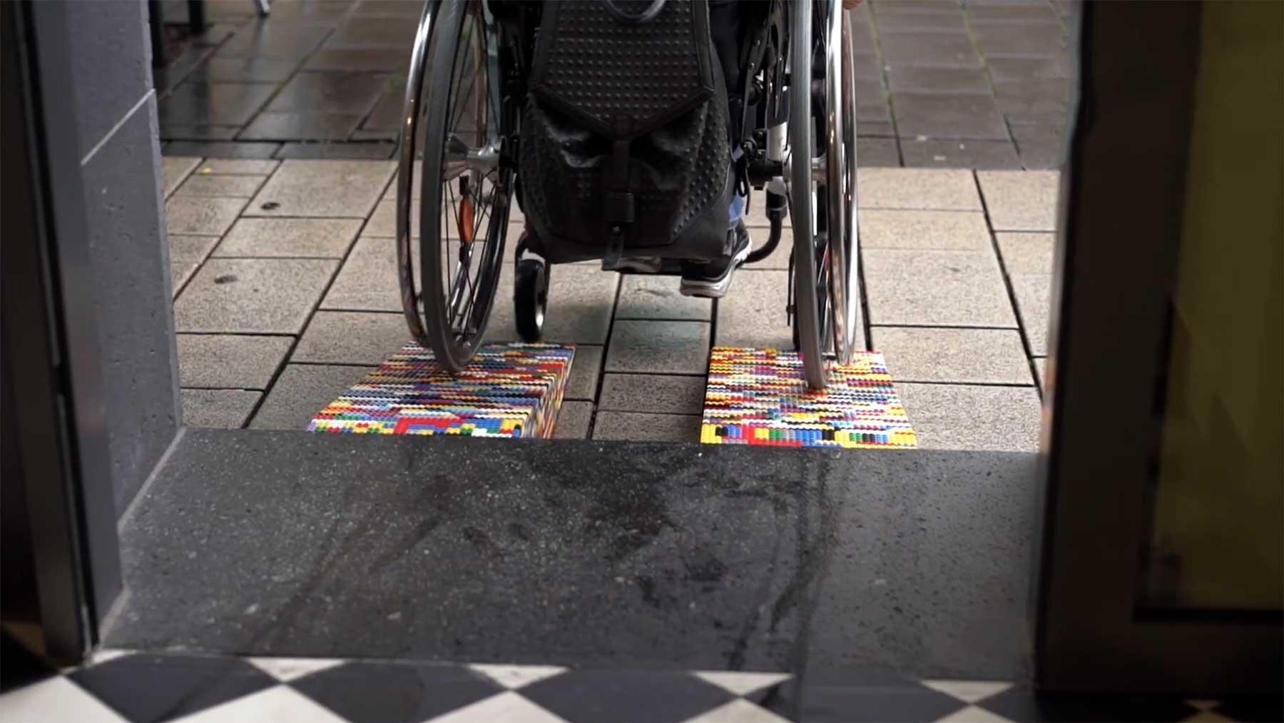 Rita Ebel baut Rollstuhl-Rampen aus LEGO