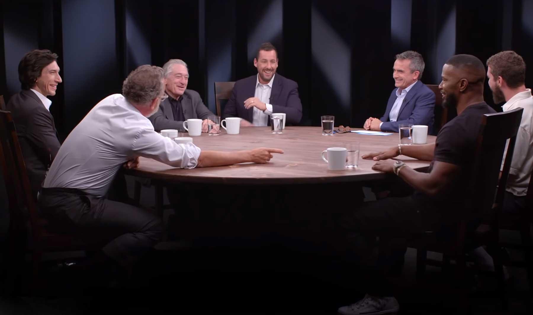 Tom Hanks, Robert De Niro, Adam Driver, Shia LaBeouf, Jamie Foxx & Adam Sandler an einem Tisch