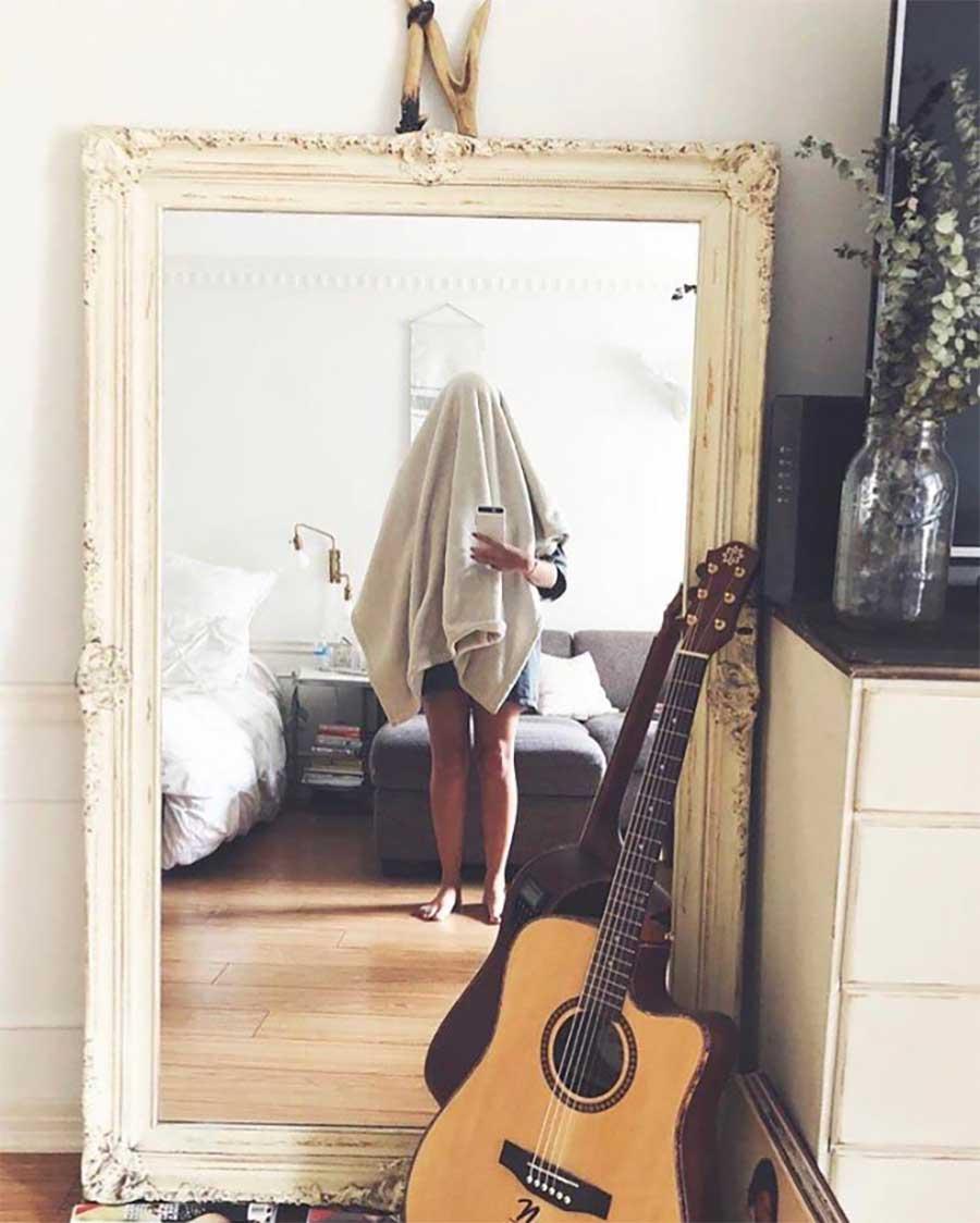 So skurril fotografieren Leute ihre verkäuflichen Spiegel