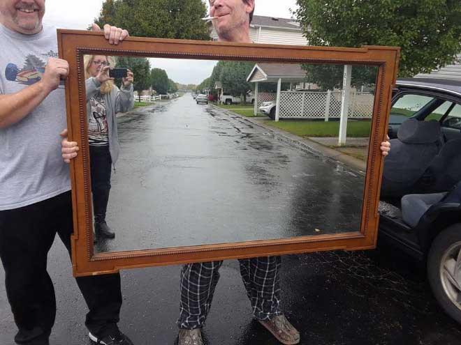 So skurril fotografieren Leute ihre verkäuflichen Spiegel spiegel-zu-verkaufen-artikelbild-skurril_07