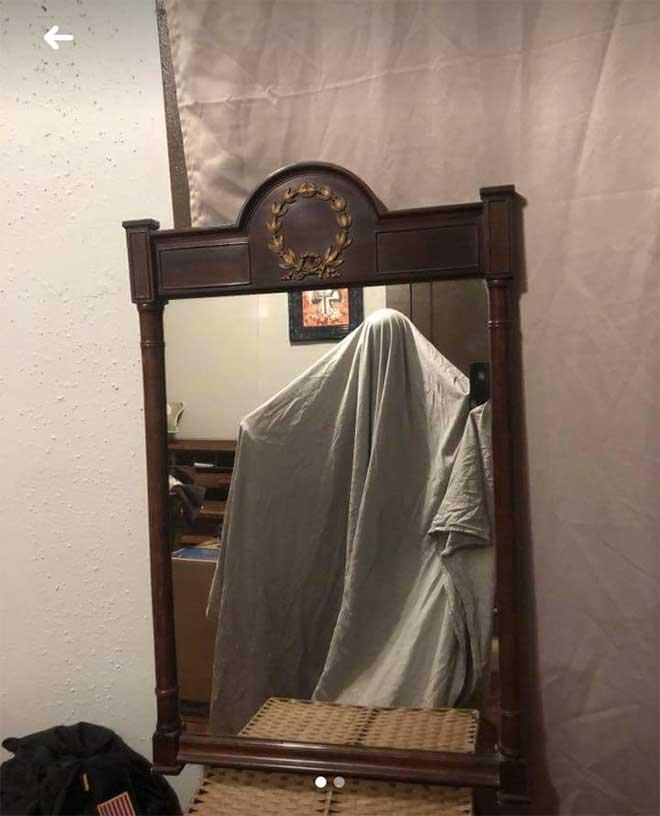 So skurril fotografieren Leute ihre verkäuflichen Spiegel spiegel-zu-verkaufen-artikelbild-skurril_13