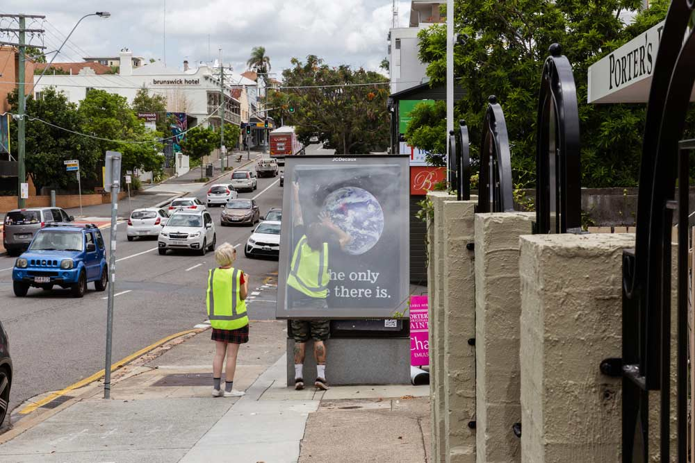 """""""Bushfire Brandalism"""": Guerilla-Werbeplakate für Klimawandel-Bewusstsein Bushfire-brandalism-guerilla-art-aktion_07"""
