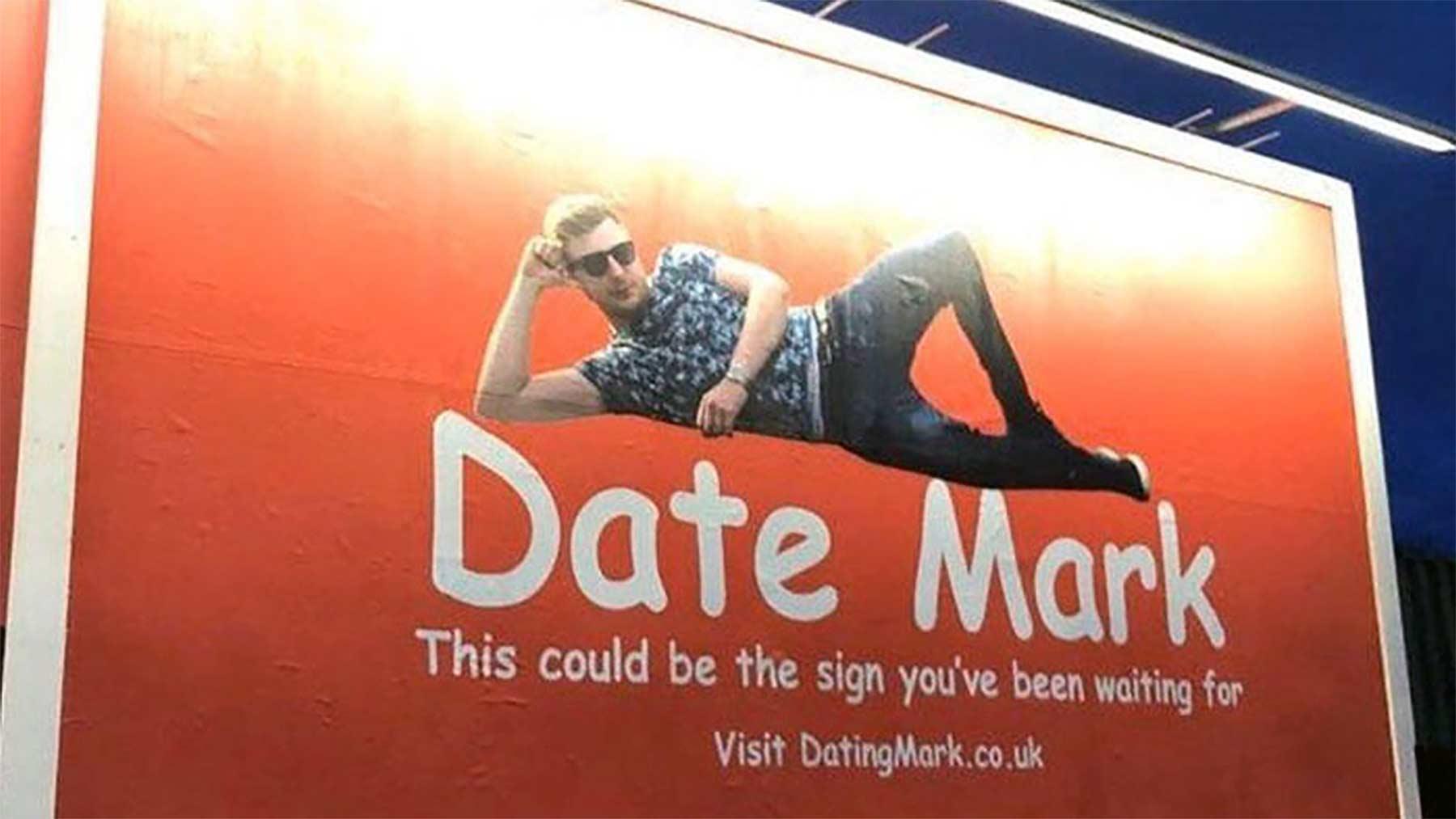 Mann bucht großes Werbeplakat, um Frauen kennen zu lernen