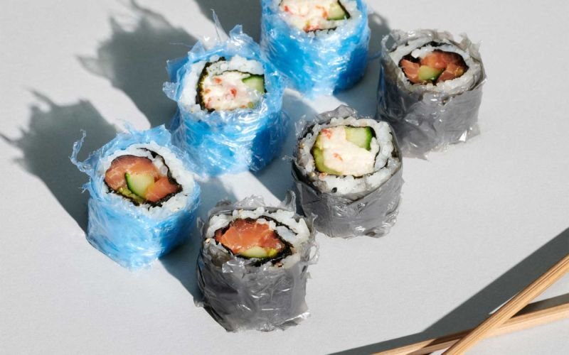 Sushi im Plastik-Mantel