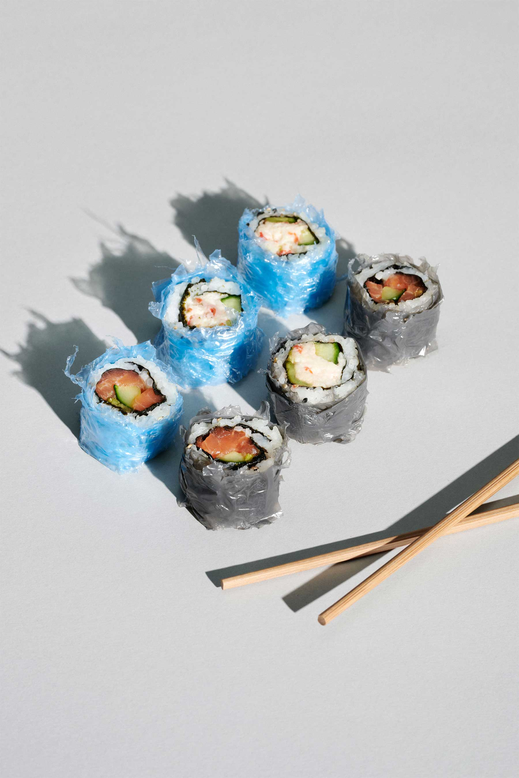 Sushi im Plastik-Mantel microplastic-photos-series_01