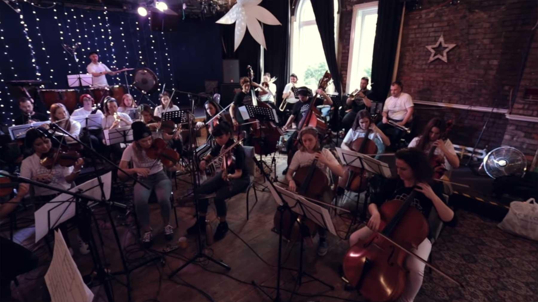 Orchester spielt Linkin Park-Medley