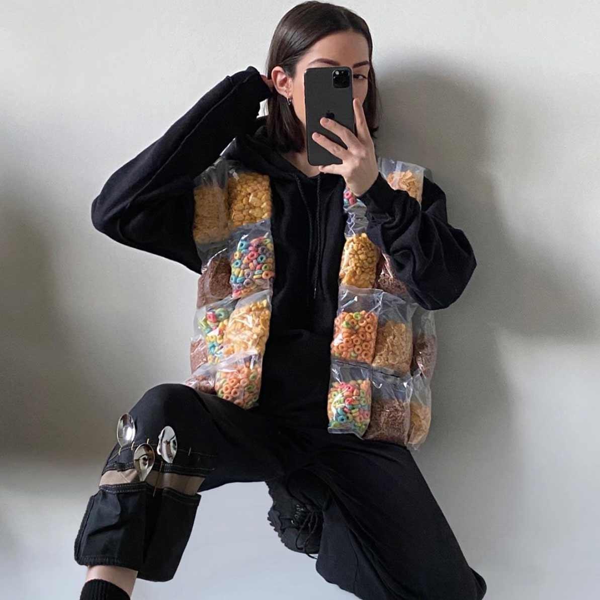 Gummibären-Hose, Sushi-Schlappen oder Waffel-Weste Nicole-McLaughlin-food-fashion_10